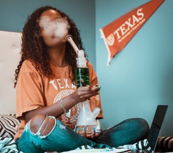 What Are Marijuana Bongs And Why You Need To Use Them